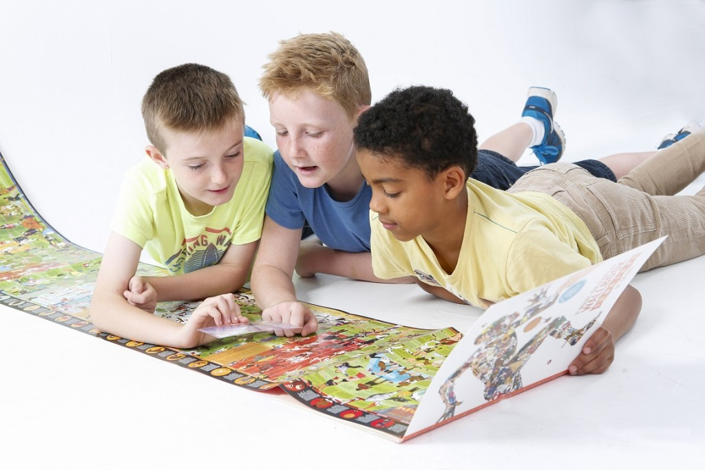 Children reading the Wallbook of Sport